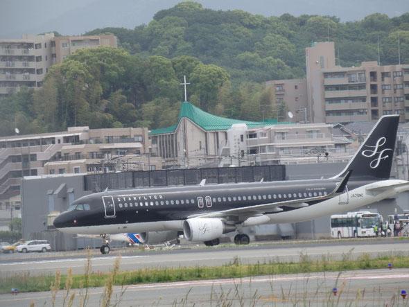 平成28年5月8日の福岡市の福岡空港です。インコをお迎えに行ってきました。
