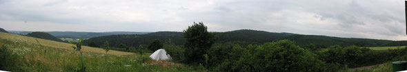 Der Panoramablick vom Stall ins Tal