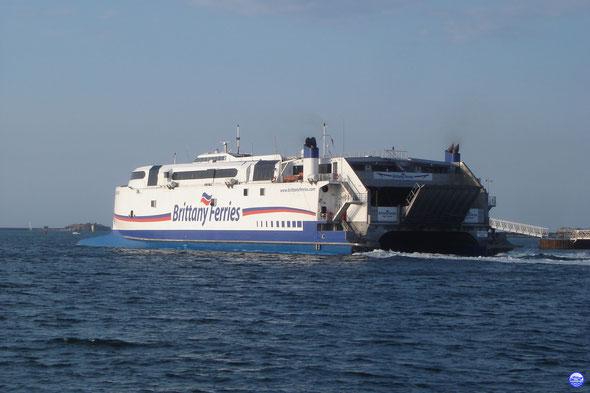 Normandie Express à Cherbourg. Départ de 20h45 (© lebateaublog 2013)
