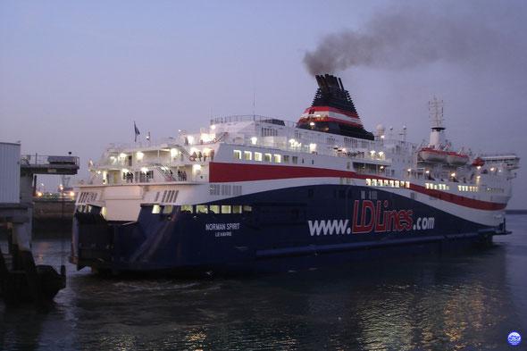 Norman Spirit à l'accostage au Havre. (© lebateaublog 2011)