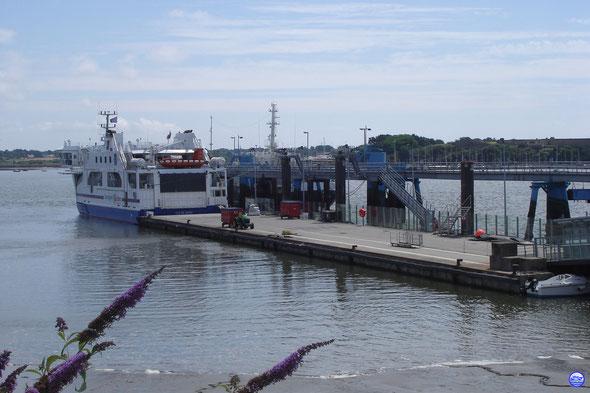 Ile de Groix à l'embarcadère de Lorient vu de la gare maritime (© lebateaublog 2013)