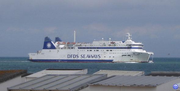 Deal Seaways (Barfleur) à l'approche de Calais (© lebateaublog 2012)