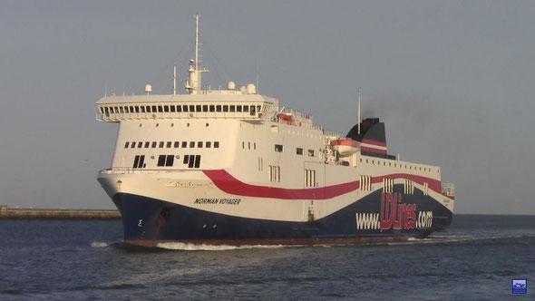 Norman Voyager dans l'avant port du Havre (© lebateaublog 2012)