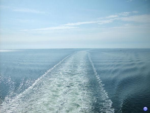 Vue depuis un très gros ferry en Mer Baltique... (© lebateaublog 2012-Dany C.)