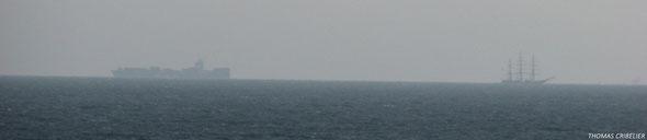 L'un provient du Havre, l'autre est à destination de l'Armada à Rouen. (© Thomas Cribelier 2013)