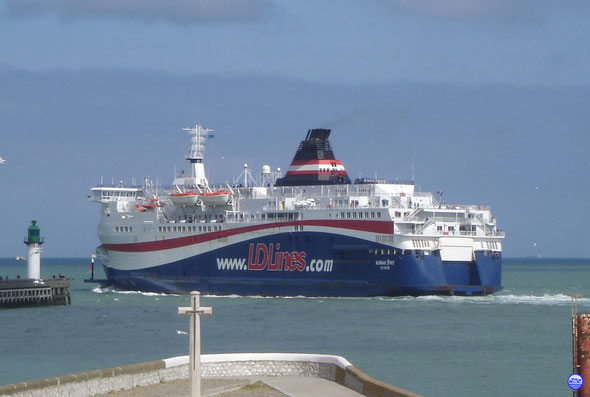 Norman Spirit à Calais (© lebateaublog 2012)