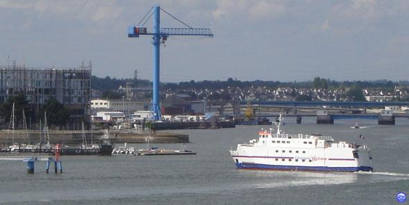 Saint Tudy à l'accostage à Lorient (© lebateaublog 2013)