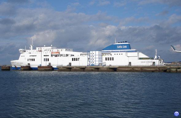 Celtic Horizon à Cherbourg, embarquement en cours. (© lebateaublog 2013)