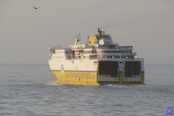 Côte d'Albâtre sorti de Dieppe, en route pour Newhaven. (© lebateaublog 2014)
