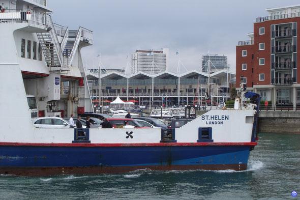 St Helen en arrière toute à Portsmouth (© lebateaublog 2012)