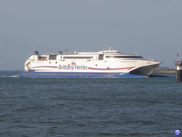 Normandie Express à Cherbourg vers le Poste 2 (© lebateaublog 2013)