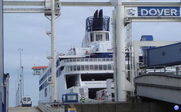 Spirit of France à Douvres prêt à accueillir le Capitaine à son bord (© lebateaublog 2012)