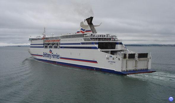 Cap Finistère entrant dans le Solent (© lebateaublog 2012)