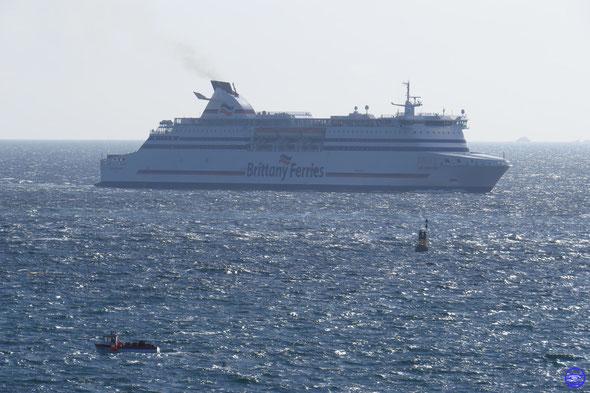 Cap Finistère arrivant à Roscoff (© lebateaublog 2014)