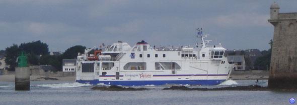 Ile de Groix devant la Citadelle de Port Louis (© lebateaublog 2013)