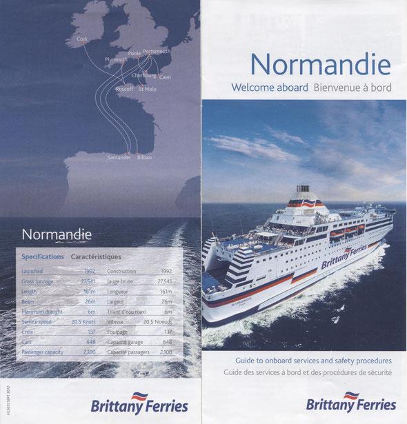 Le recto et le verso du mini guide Normandie fourni avec la carte d'embarquement