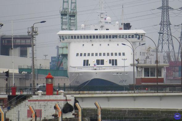 Etretat au Bassin Bellot vu de la Capitainerie au Havre (© lebateaublog 2014)