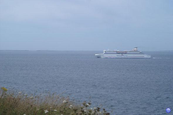 Cap Finistère dans le Chenal du Four passant la Pointe de Corsen (© lebateaublog 2013)