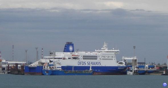 Dunkerque Seaways en escale longue à Dunkerque (© lebateaublog 2012)