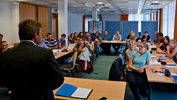 35 Referendarinnen und Referendare verstärken die Gymnasien und Gesamtschulen in der Region. Sie stammen aus ganz Deutschland. Foto: Reske