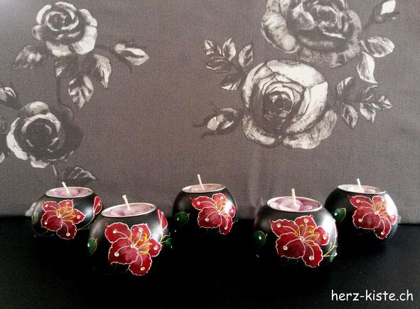 Fotohintergrund Stoff auf Sagexplatte gespannt mit Kerzen