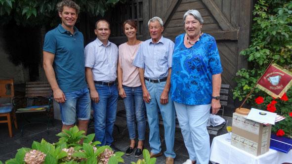 Obmann Markus Comploj, Bürgermeister (FH) Peter Neier, Andrea Kräutler, Ehrenfähnrich Herbert Burtscher mit Gattin Rosmarie Burtscher