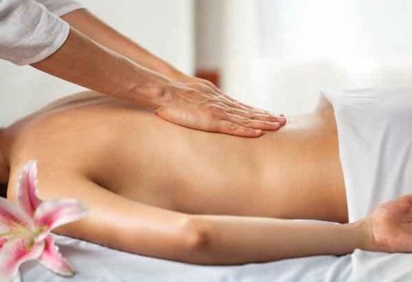 massage californien,massage suédois,circulation sanguine,tensions musculaires,huile,corps,dos,épaules,trapèzes,cou,jambes,relaxation,profonde,durable,lissage,enveloppant,pétrissages,percussions