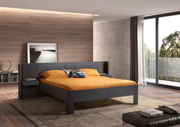 ledikant met vaste achterwand en hangende nachtkasten