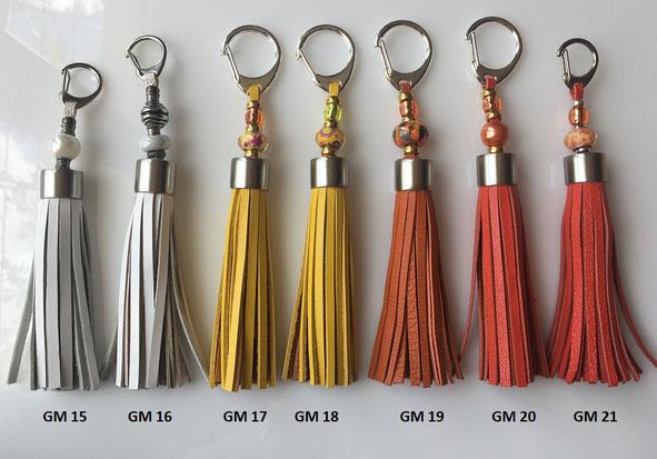 Pompons de collier de chien - 7.00 € - dimension 16 cm environ