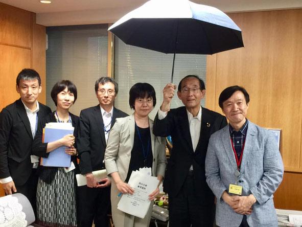 写真右端:宮武(代表理事)、右から二人目:原田 義昭 第26代 環境大臣(2019/07/22環境省にて)