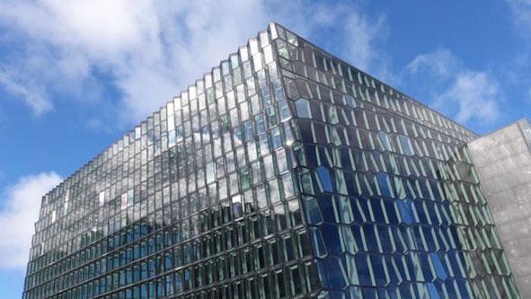 Architektonisches Highlight unter den Neubauten in Reykjavik: Das Harpa Konzerthaus