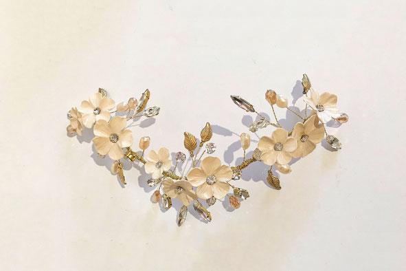 Tocado de novia, aplique de novia, tocado bordado, hecho a mano.