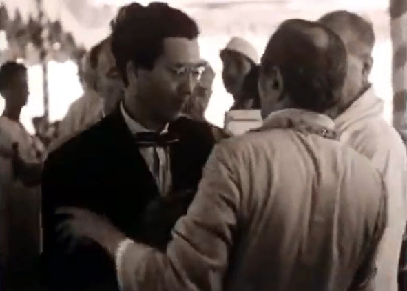 "1954, Meherabad, India : Hitaker greeting Meher Baba  - Courtesy of ""Meher Baba's Call"""