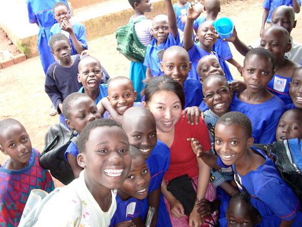 ウガンダの子どもたちと