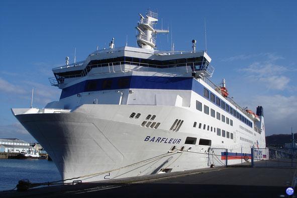 Barfleur amarré au Quai de France presque prêt pour le grand départ. (© lebateaublog 2013)
