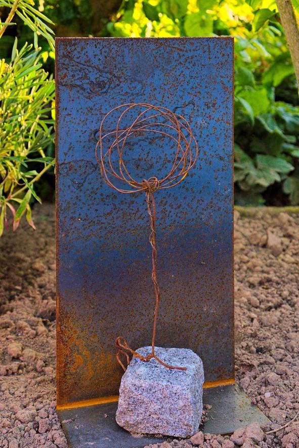 Draht , Skulptur , Stein , Haus , Garten , arthaus kempen , Kunst , Künstler , Bauvorgaben , Silvia Heimbucher
