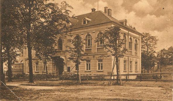 Das neue Schützenhaus etwa 1916 mit Kegelschub und Schießstand