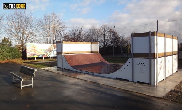 THE EDGE Skatepark Design & construction - Nouvelle Micro Rampe à Montreuil Le Gast