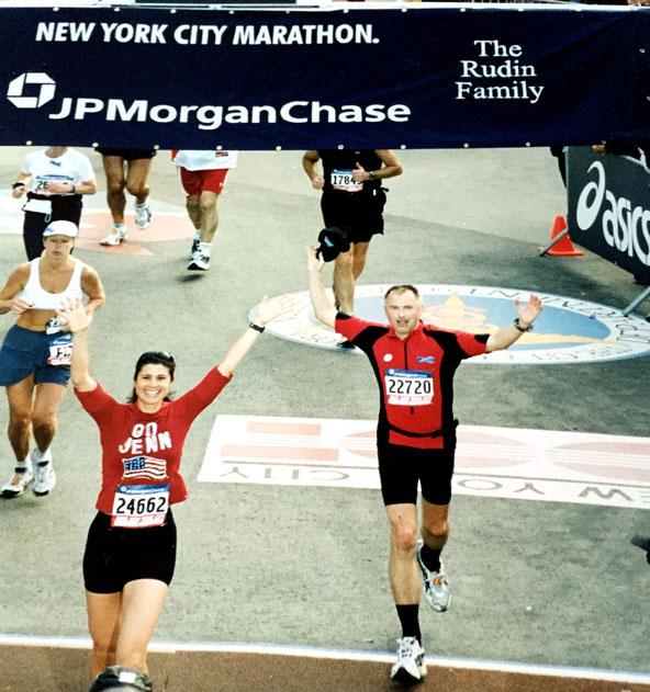 Mein Zieleinlauf NYC Marathon 04.11.2001
