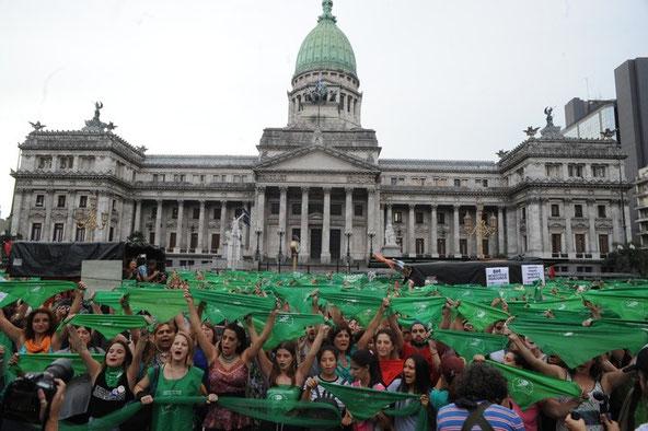 Panuelazo frente al Congreso de la Nación (Buenos Aires, Argentina 19/2/18) foto: TELAM