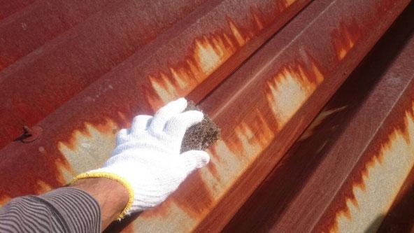 養老町、大垣市、平田町、南濃町、海津町、上石津町、輪之内町で屋根塗装中の養老町の屋根塗装専門店。養老町蛇持で屋根塗装/屋根折半ケレン作業中