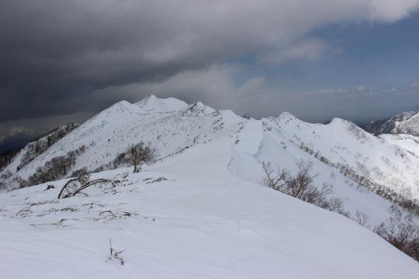 ユニ石狩岳への稜線