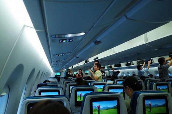 ベトナム航空羽田発ハノイ行きA350機内