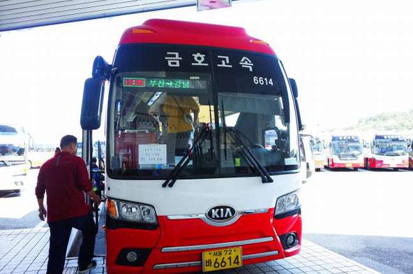 釜山総合バスターミナル発ソウル行きのバス