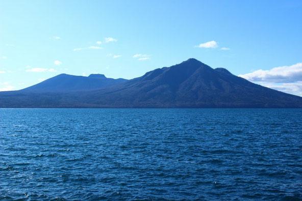 風不死岳と樽前山と支笏湖