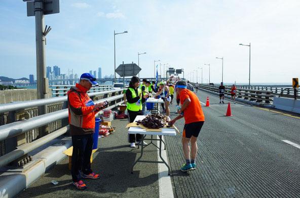 釜山海マラソン給水所