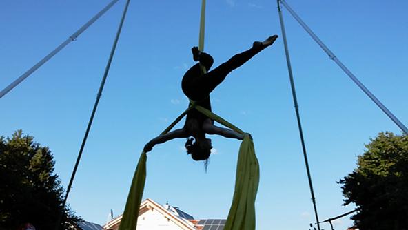 Aerial Arts Augsburg Vertikaltuch-Akrobatik