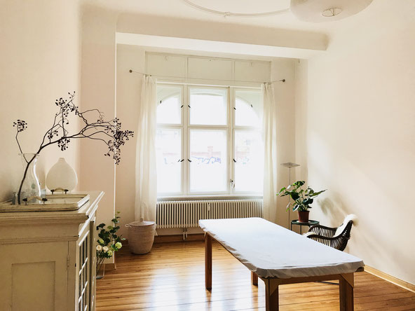 The working rooms offer a serene and soothing atmosphere, away from the bustle of the city. We are located across from Leisepark in beautiful Winskiez of Prenzlauer Berg in Berlin.