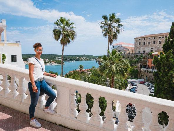 Das wunderschöne Städtchen Mahòn mit dem Hafen im Hintergrund.