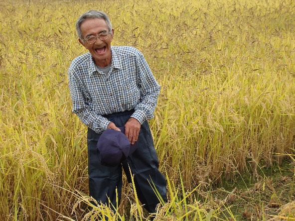 稲刈り前にお話くださる木村秋則さん。この笑顔にみんな寄って来ちゃうんでしょうね♪